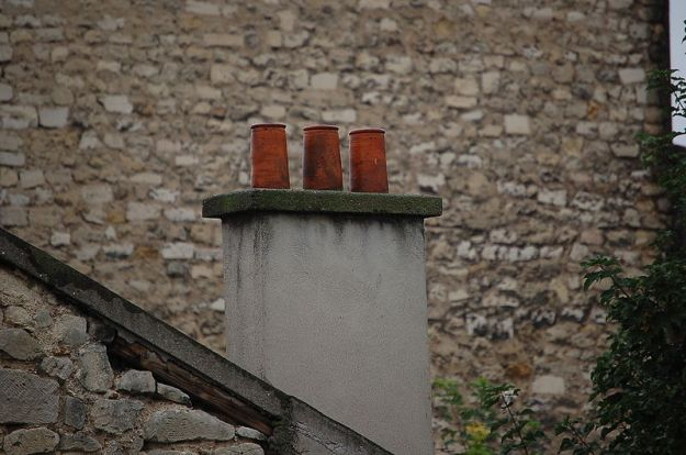 Chimney (Am. Eng.), Chimney (Brit. Eng.), Cheminée (Fr.)