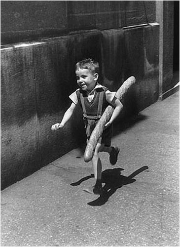 Willy-Ronis-Paris1952_baguette-boy