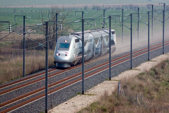 TGV setting the world speed record on April 3, 2007 ... 353 mph! © 2007 Alain Stoll