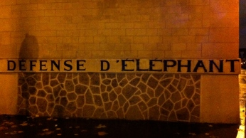 """A play on words: """"Defense of the Elephant"""" v. """"Do not post"""" (""""Défense d'afficher"""")"""