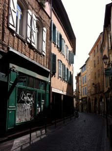 "Another typical side street in ""la ville rose"""