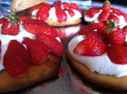 Homemade dessert at my mother-in-law's: sablés with strawberries and homemade chantilly